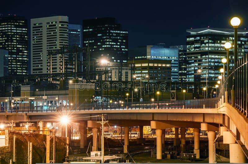 Horizonte de Denver en la noche imagen de archivo libre de regalías