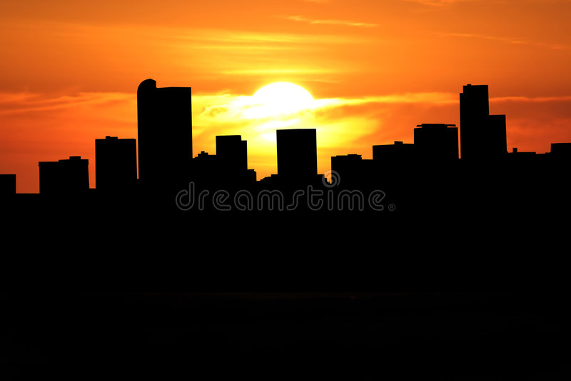 Horizonte de Denver en la puesta del sol stock de ilustración