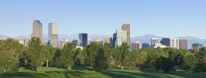 Horizonte de Denver en luz de la mañana fotografía de archivo