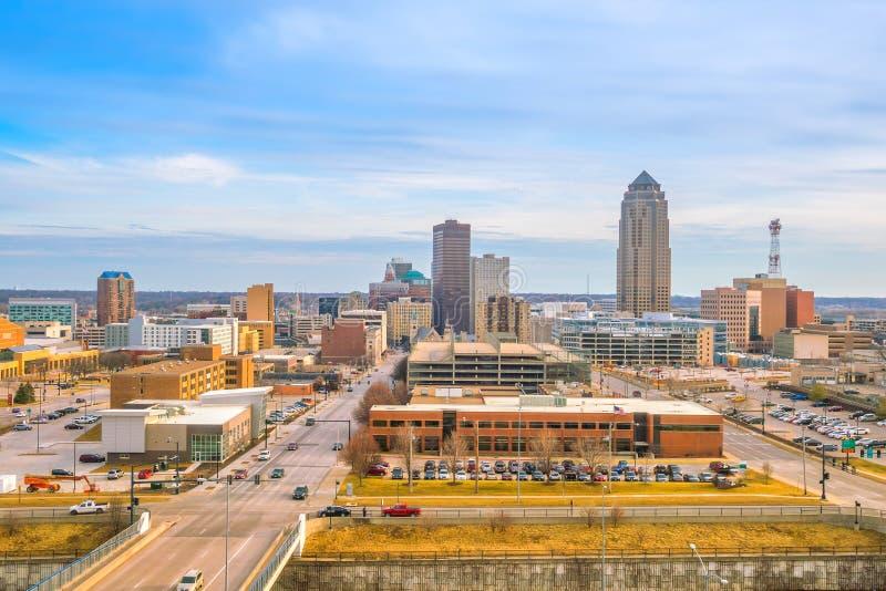 Horizonte de Des Moines Iowa en los E.E.U.U. fotos de archivo