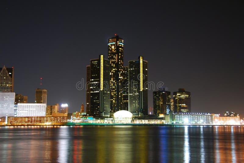 Horizonte de Detroit en la noche foto de archivo libre de regalías