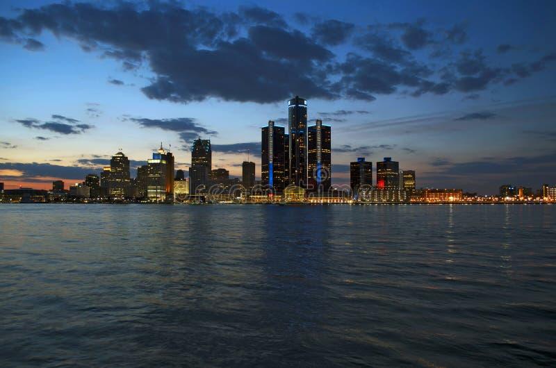 Horizonte de Detroit en oscuridad abril de 2015 foto de archivo libre de regalías