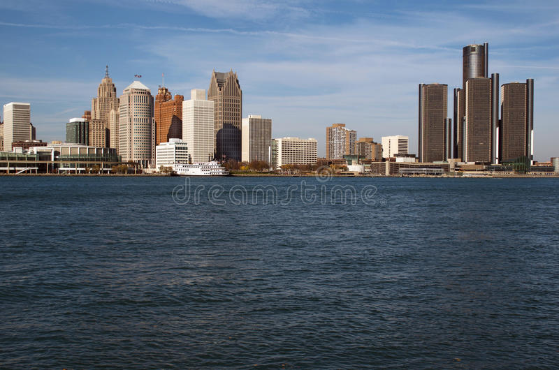 Horizonte de Detroit a través del río Detroit Canadá de noviembre de 2016 fotos de archivo