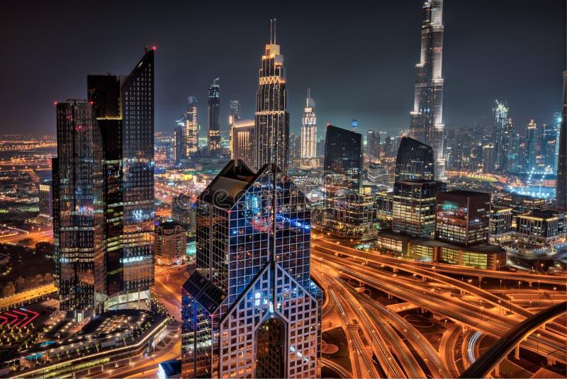 Horizonte de Dubai durante la salida del sol, United Arab Emirates fotos de archivo