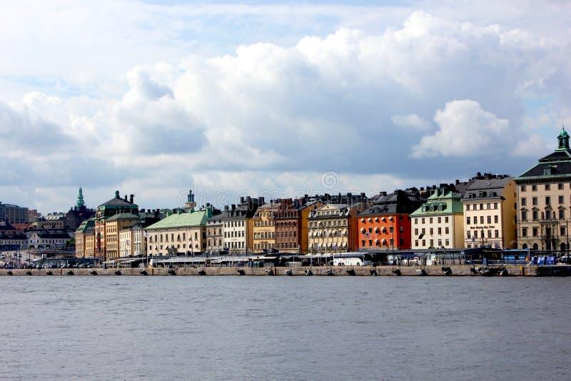 Horizonte de Estocolmo de la ciudad vieja fotos de archivo