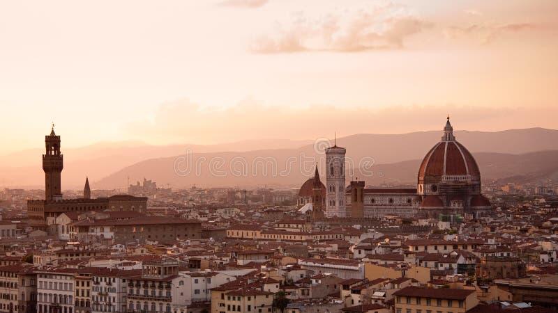 Horizonte de Florencia en la puesta del sol fotos de archivo libres de regalías