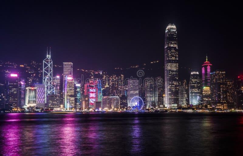 Horizonte de Hong-Kong en la noche imagen de archivo libre de regalías
