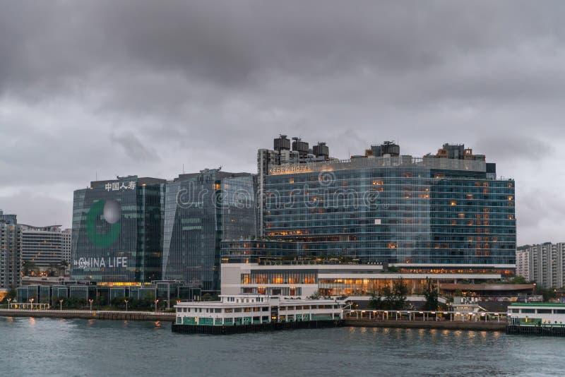 Horizonte de Kowloon en la madrugada de Kerry Hotel y de China Life, Hong Kong China foto de archivo