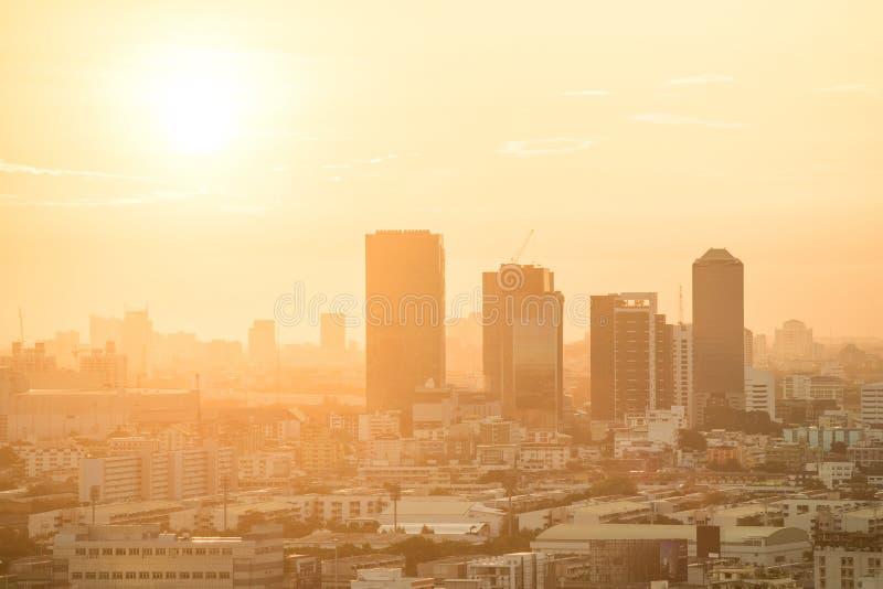 Horizonte de la ciudad de Bangkok en la salida del sol fotografía de archivo