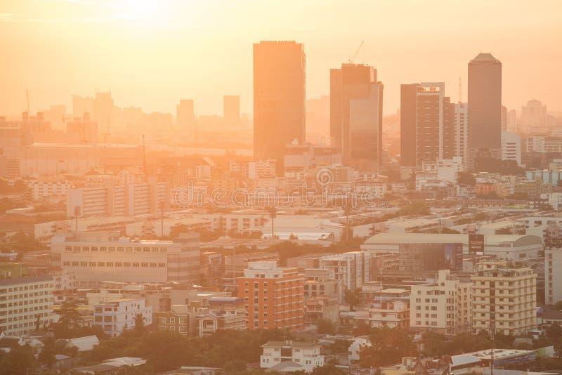 Horizonte de la ciudad de Bangkok en la salida del sol foto de archivo libre de regalías