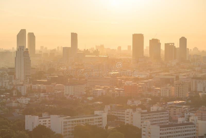 Horizonte de la ciudad de Bangkok en la salida del sol fotografía de archivo libre de regalías