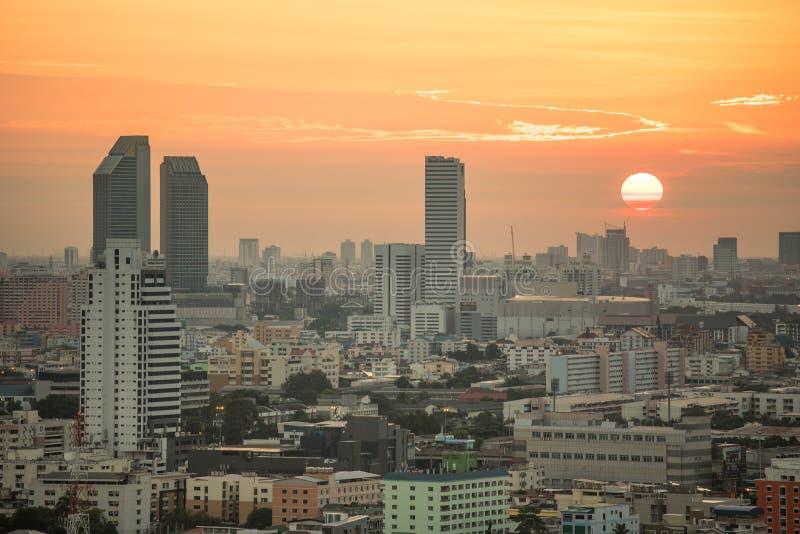 Horizonte de la ciudad de Bangkok en la salida del sol imagen de archivo