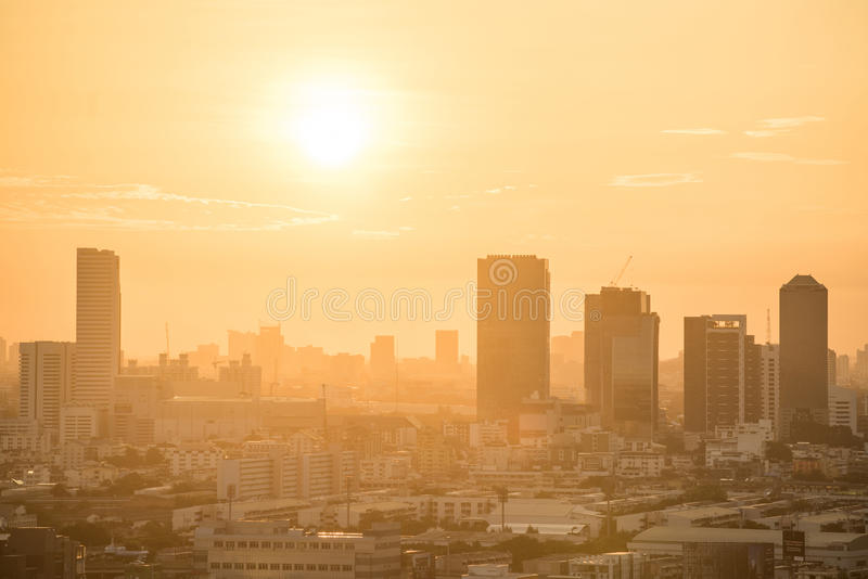 Horizonte de la ciudad de Bangkok en la salida del sol fotos de archivo