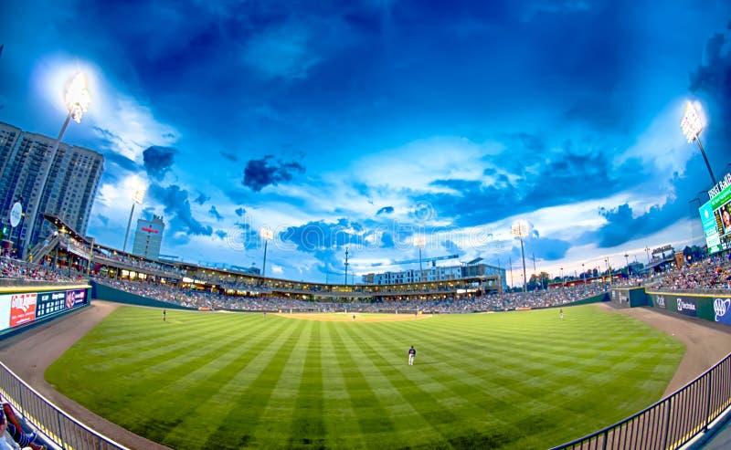 Horizonte de la ciudad de Charlotte Carolina del Norte del estadio de béisbol del bbt fotos de archivo libres de regalías