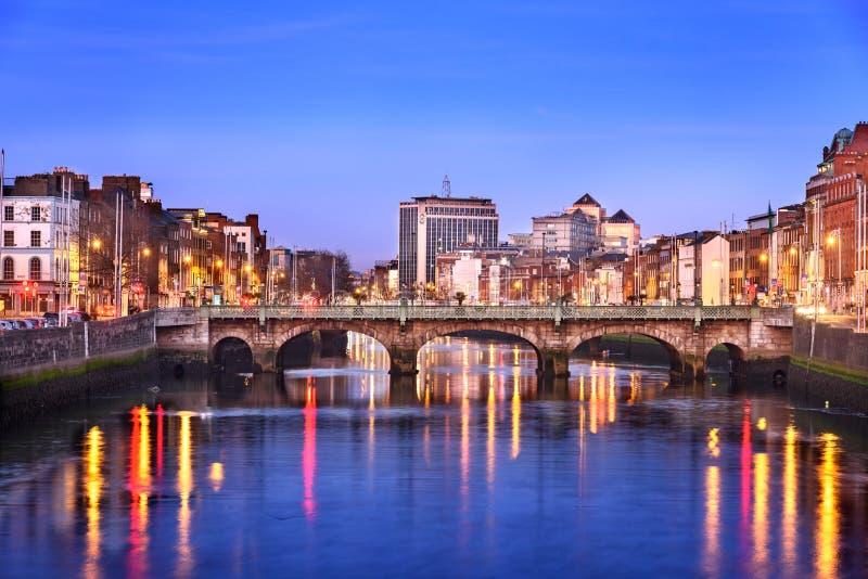 Horizonte de la ciudad de Dublín imagenes de archivo