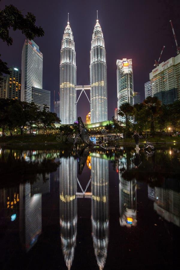 Horizonte de la ciudad de Kuala Lumpur del parque de KLCC imagen de archivo libre de regalías
