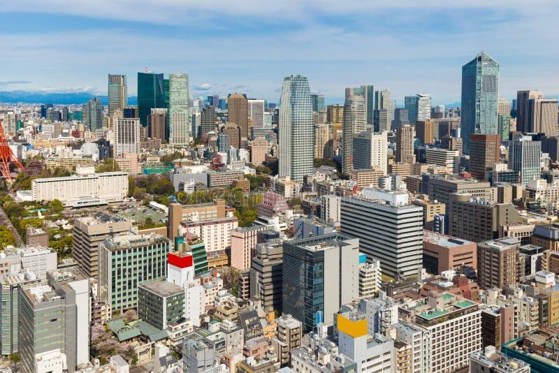 Horizonte de la ciudad de Toyko con la torre y el edificio rojos de Tokio fotos de archivo