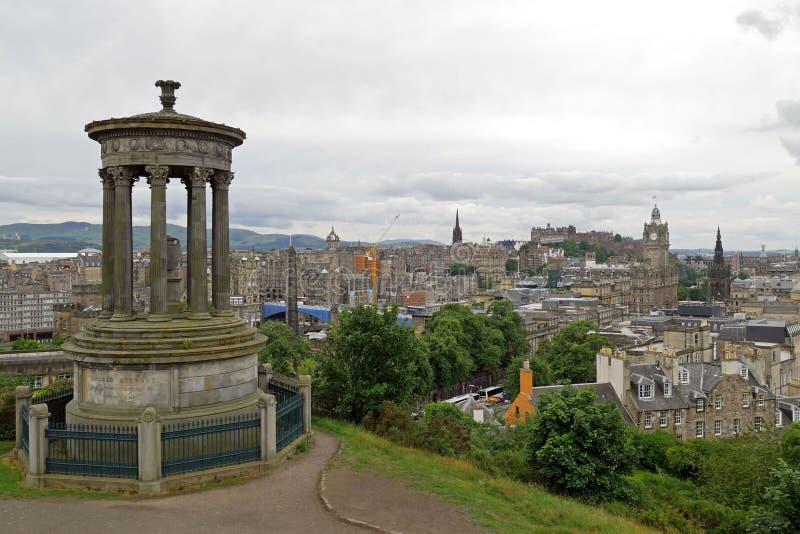 Horizonte de la ciudad de Edimburgo visto de la colina de Calton Escocia, Reino Unido fotos de archivo libres de regalías