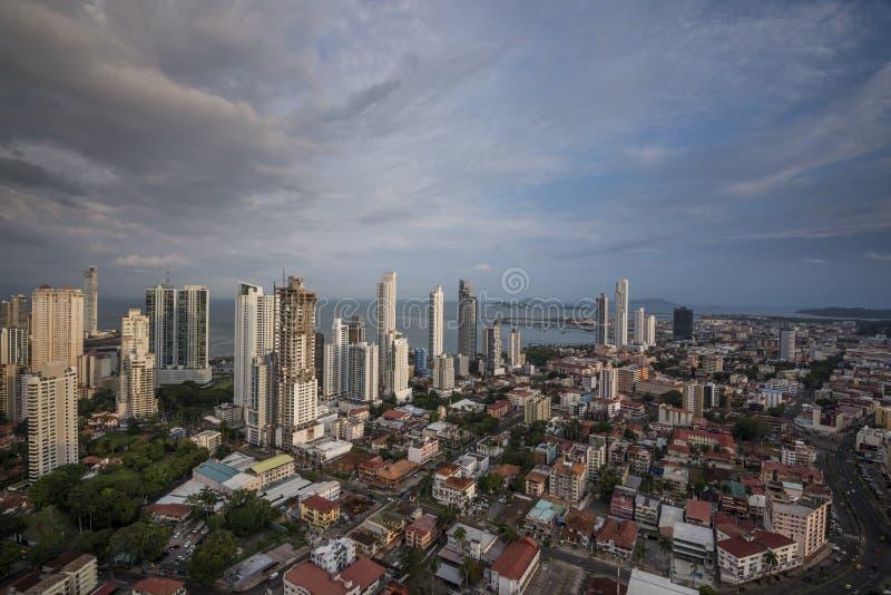 Horizonte de la ciudad en ciudad de Panamá fotografía de archivo