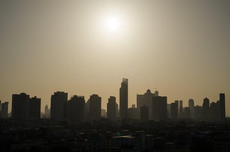 horizonte de la ciudad en la noche foto de archivo