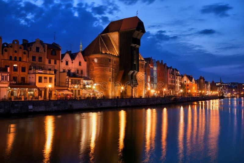 Horizonte de la ciudad de Gdansk en la oscuridad en Polonia imagen de archivo libre de regalías