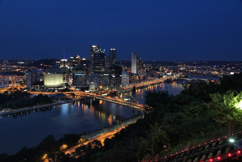 Horizonte de la ciudad de Pittsburgh imagenes de archivo