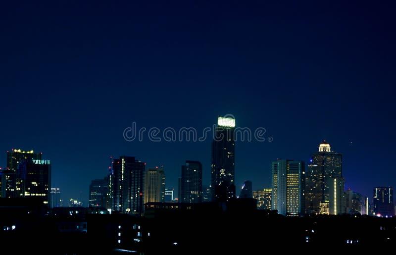 Horizonte de la noche de Bangkok imagen de archivo