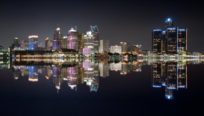 Horizonte de la noche de Detroit foto de archivo libre de regalías