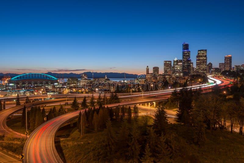 Horizonte de la noche de Seattle fotografía de archivo libre de regalías