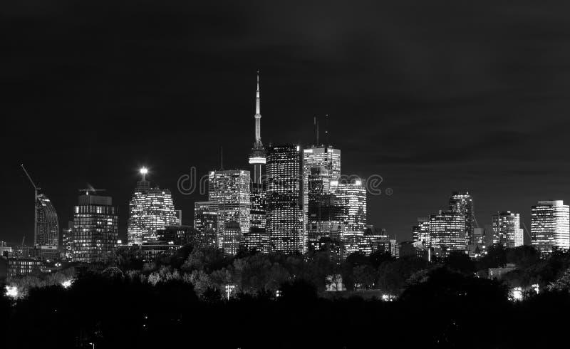 Horizonte de la noche de Toronto en blanco y negro foto de archivo