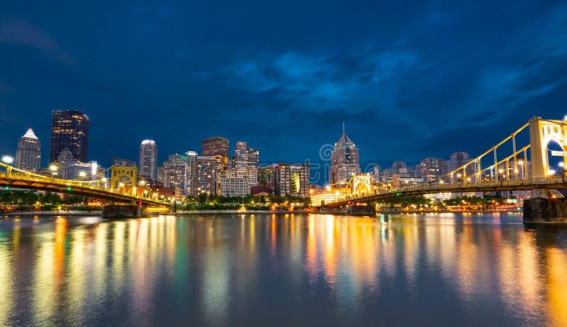 Horizonte de la noche de Pittsburgh, Pennsylvania de la orilla del norte Riverfro fotos de archivo libres de regalías