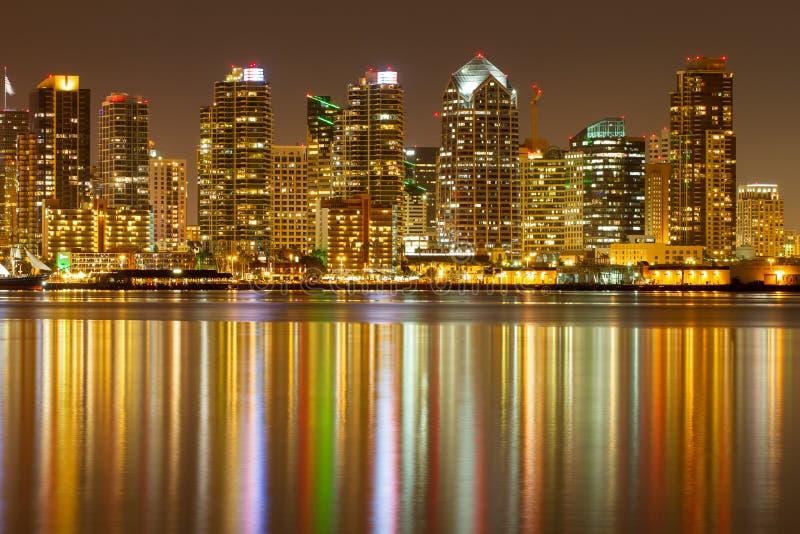 Horizonte de la noche de San Diego fotografía de archivo
