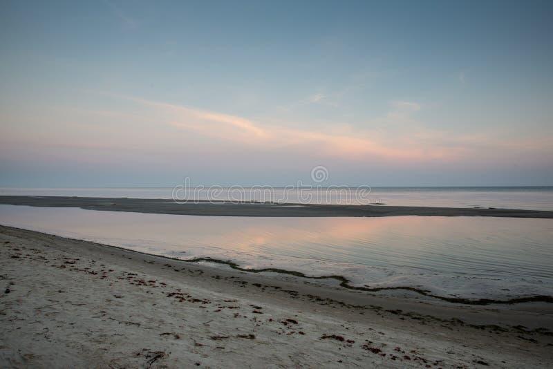 Download Horizonte De La Playa Con La Arena Y La Perspectiva Foto de archivo - Imagen de calmness, fotografía: 44852164