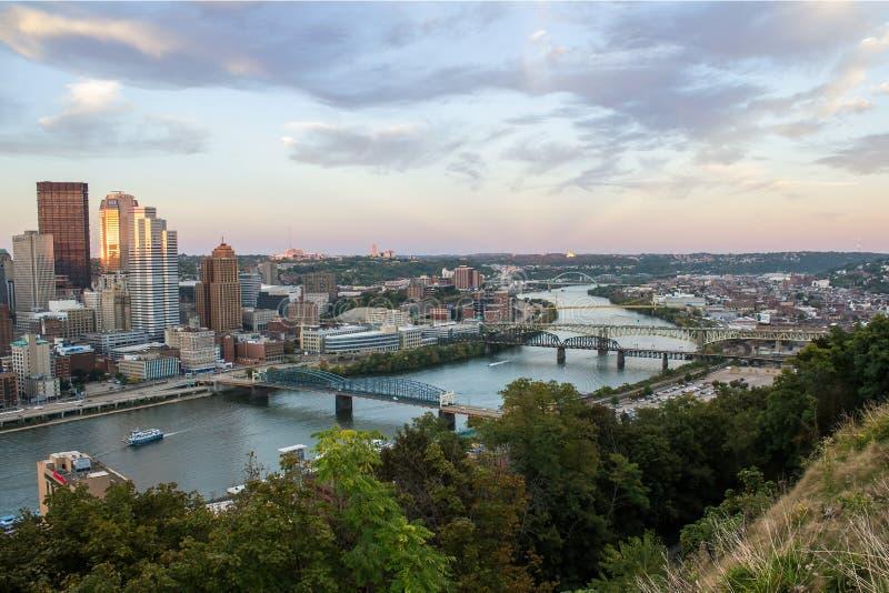 Horizonte de la tarde de Pittsburgh imágenes de archivo libres de regalías