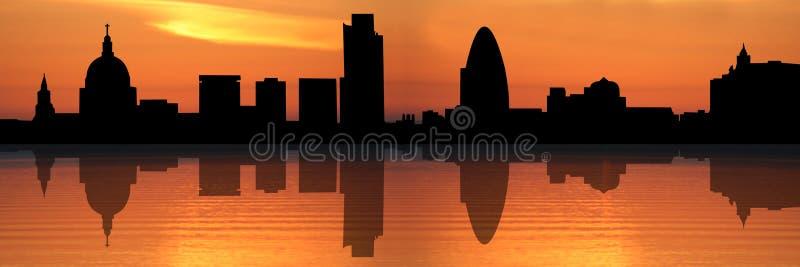 Horizonte de Londres en la puesta del sol
