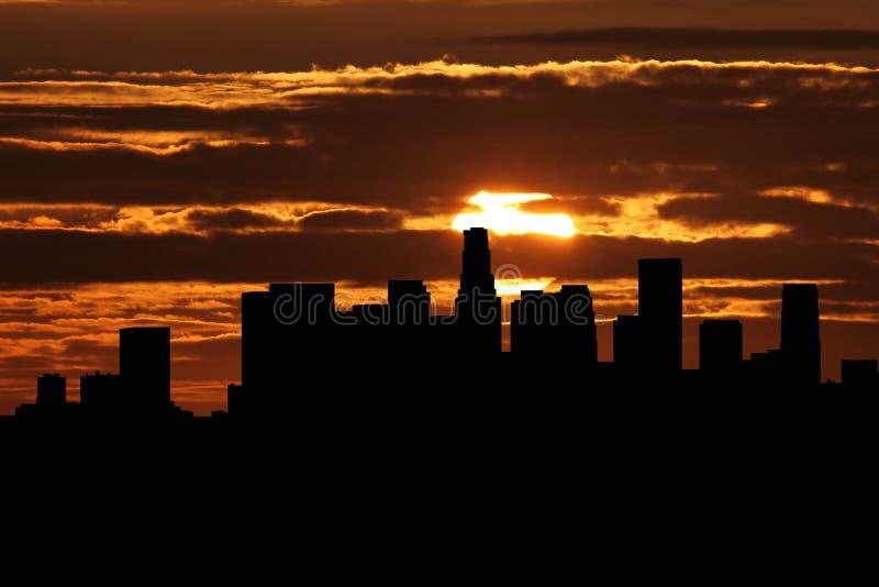 Horizonte de Los Ángeles en el ejemplo de la puesta del sol ilustración del vector