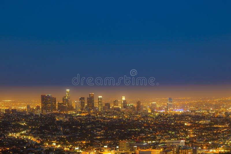 Horizonte de Los Ángeles por noche imagen de archivo libre de regalías