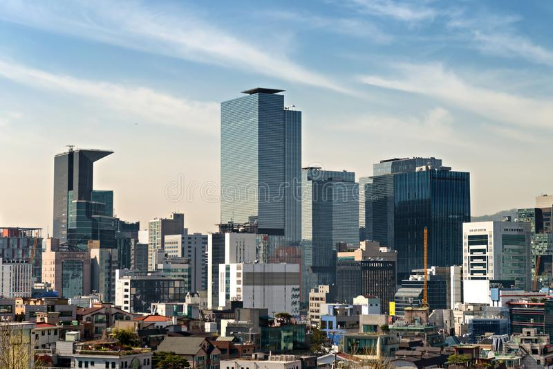 Horizonte de los rascacielos en Gangnam central Seúl, Corea del Sur fotos de archivo libres de regalías