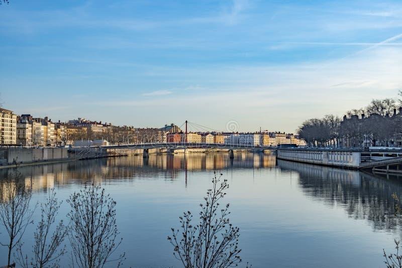 Horizonte de Lyon en el río Rhone fotografía de archivo