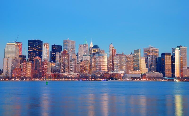 Horizonte de Manhattan en la oscuridad, New York City foto de archivo libre de regalías