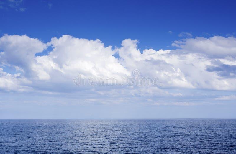 Horizonte de mar azul fotos de stock