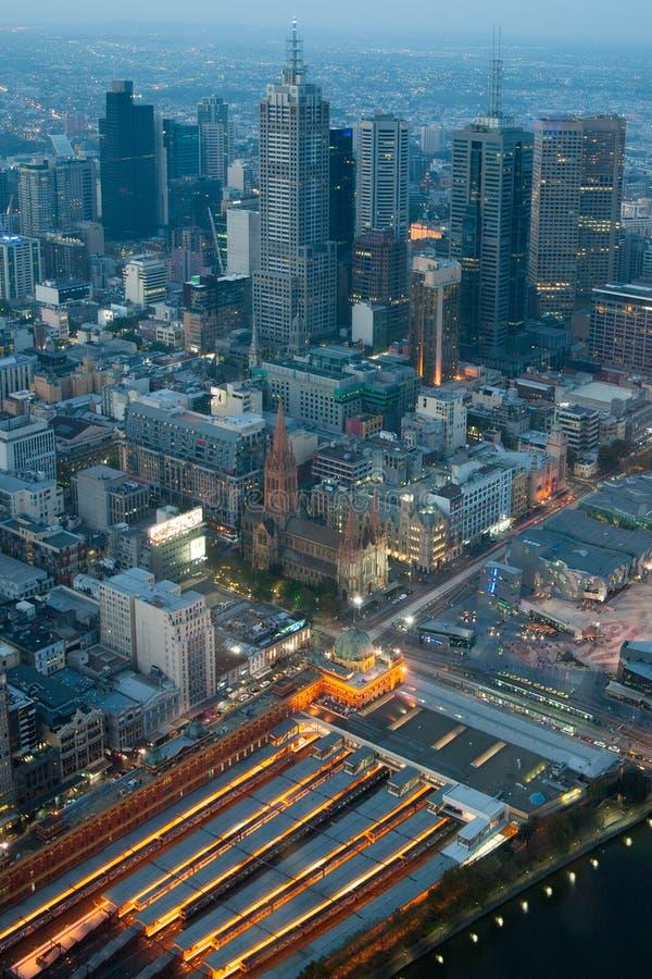 Horizonte de Melbourne sobre la estación del St del Flinders imagen de archivo libre de regalías