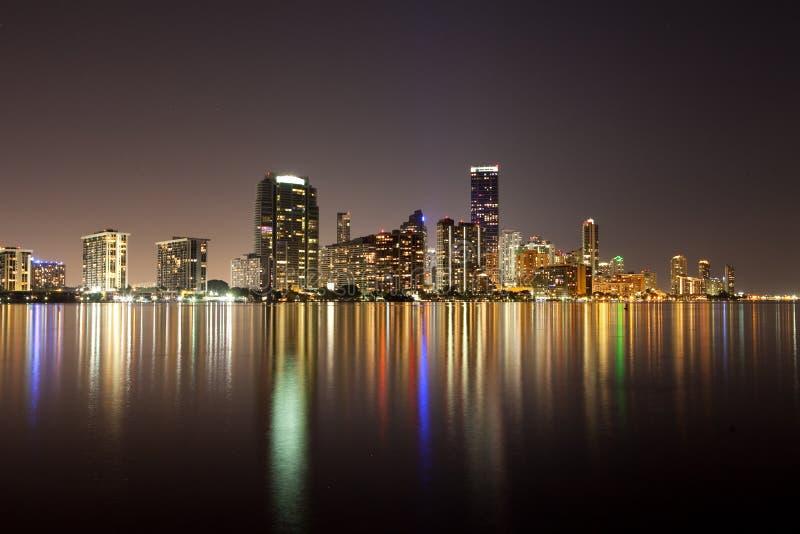 Horizonte de Miami de la noche imágenes de archivo libres de regalías