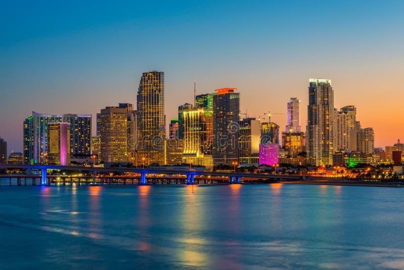 Horizonte de Miami la Florida los E.E.U.U. en la puesta del sol fotografía de archivo libre de regalías