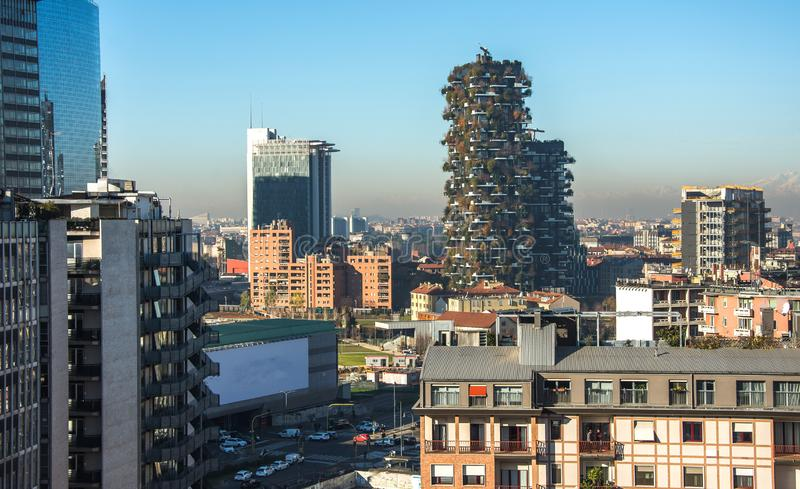 Horizonte de Milán con los rascacielos modernos distrito financiero, Italia fotos de archivo