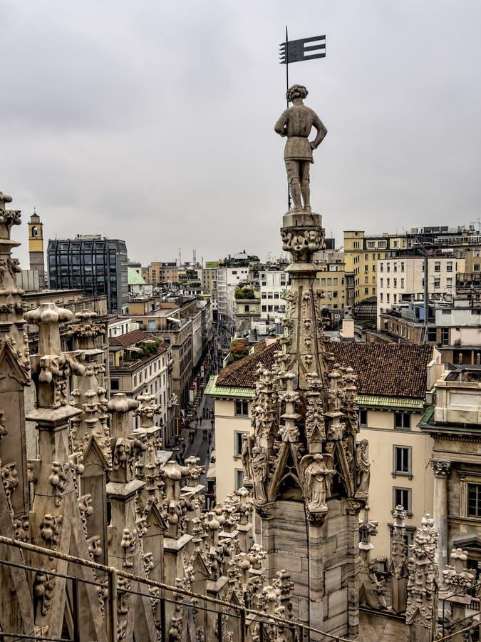 Horizonte de Milán, visto de los di Milano del Duomo, Italia imagenes de archivo
