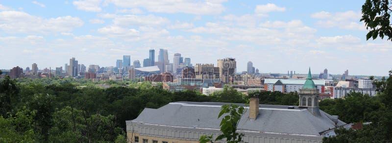 Horizonte de Minneapolis, Minnesota imagen de archivo libre de regalías