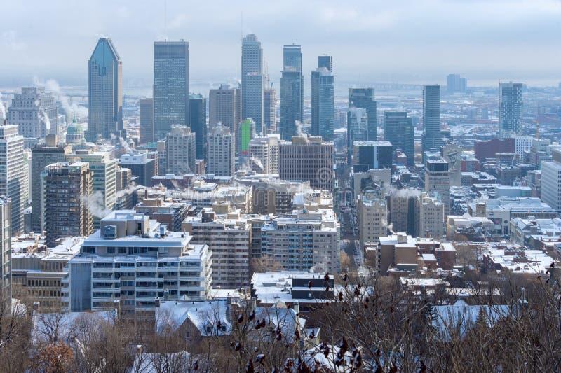 Horizonte de Montreal en invierno imágenes de archivo libres de regalías
