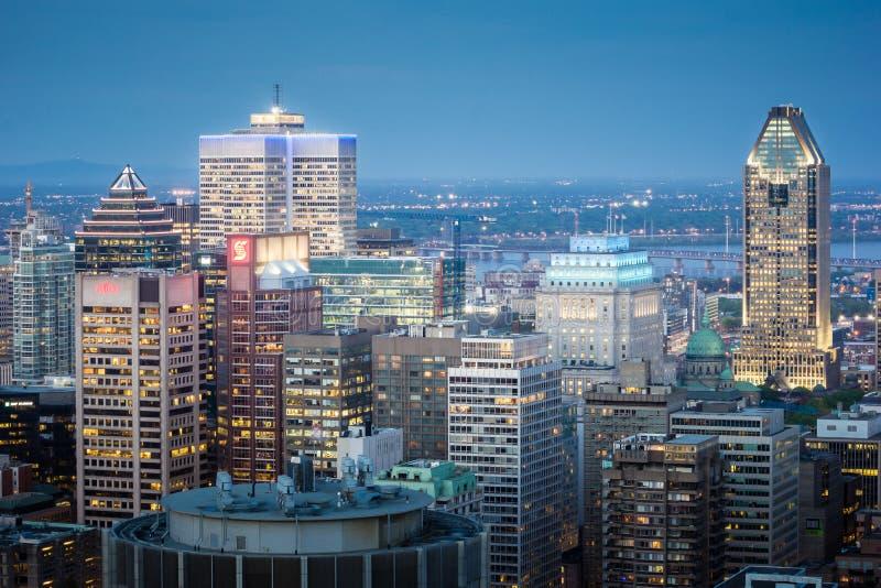 Horizonte de Montreal en la oscuridad fotos de archivo