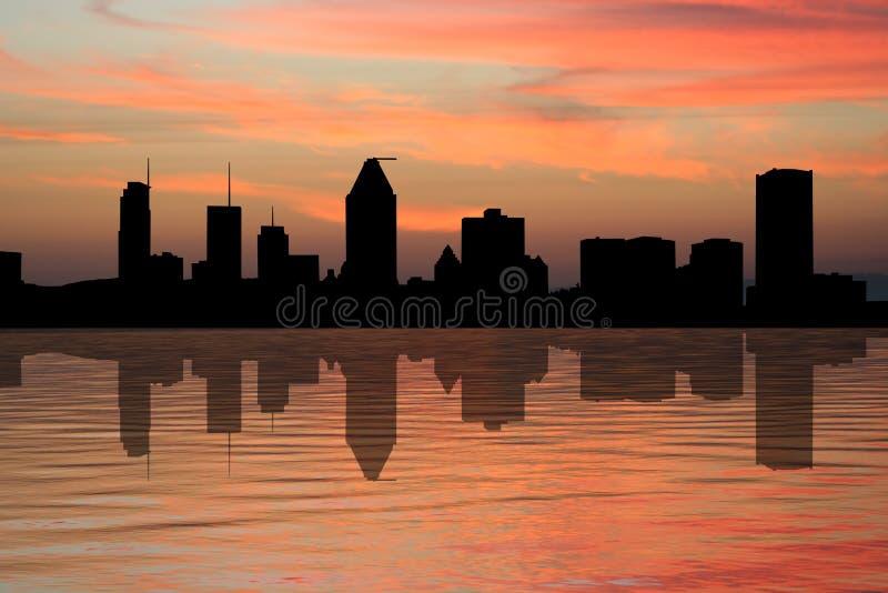 Horizonte de Montreal en la puesta del sol libre illustration